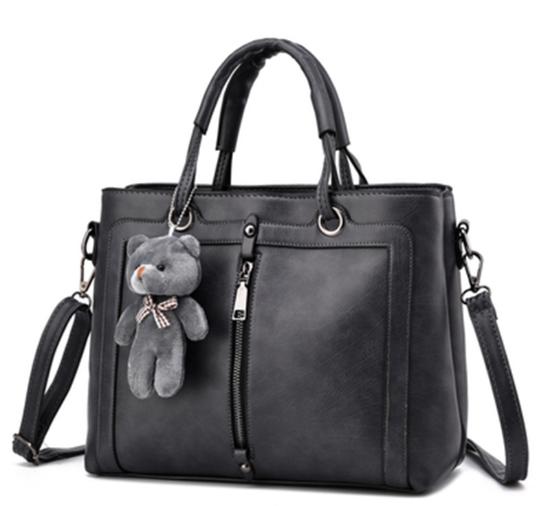 d2c518e84db3 Но в любом случае сумка должна быть удобной, стильной, модной и правильно  подобранной к ансамблю. При создании модных аксессуаров 2018 ...